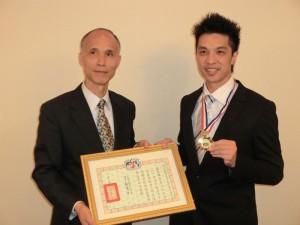 羅家瑋獲頒華僑救國聯合總會之海外優秀青年榮譽獎章