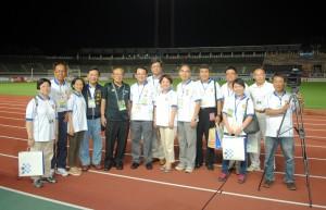 台中市政府・台中市サッカー協会一行らと FC岐阜の今西和男社長(左5)