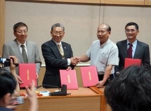 桃園県農会游象紀理事長(右2)、JA越前たけふ冨田隆組合長(右3)