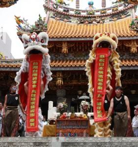 台灣台南將軍會及高雄振宗藝術團於關帝廟演出。