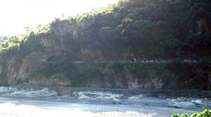 太魯閣渓谷には断崖も多い