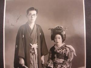 楠田議員の祖父辰雄さんと祖母温江さん(台湾で撮影された結婚写真)