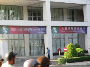 来年は外需と輸入の大きな伸びが予測される(台湾の革製品の大部分を担うベトナムで台湾・大手銀行の支店)