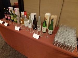 熊本特産の酒も振る舞われた。ここでもくまモンをあしらったパッケージが見受けられる。