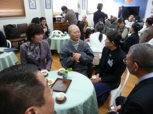 交流茶會。左一,東大阪市議員野田彰子