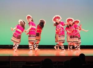 由橫濱中華學院的學生舞出,具台灣代表性的原住民舞蹈
