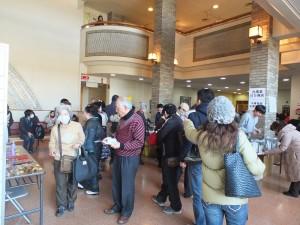 許多民眾到場觀賞電影之餘,也品嘗台灣小吃