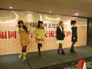 台湾人女性らによるミニファッションショー