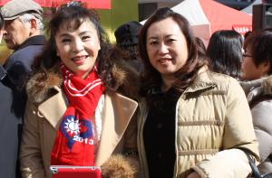 大阪台湾同郷会謝美香会長(左)、弊社社主(銭妙玲・右)