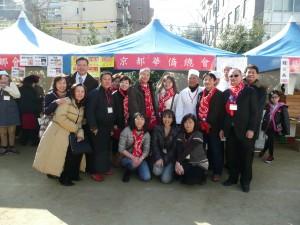 吳委員長與京都華僑總會會員合影