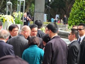 出席者と言葉を交わす馬英九総統と郝龍斌台北市長