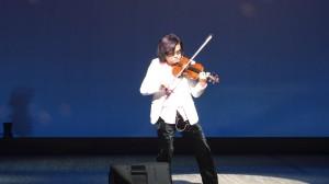 小提琴家盧耿鋒,魄力十足的演奏,令人目不轉睛