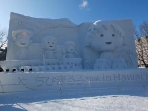 今年會場上最大的雪雕作品「櫻桃小丸子in夏威夷」