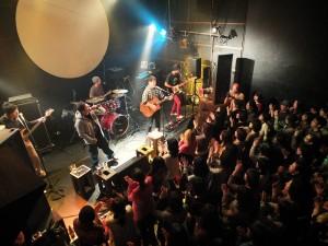 圖騰樂團極具爆發力的歌聲,讓大家沉浸在他們的舞台魅力中