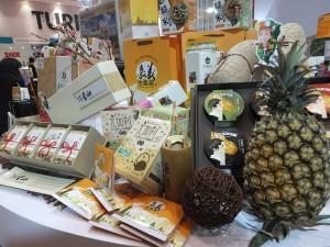 嘉義物產館推出當地茶葉、蔬果和水產等產品,盼望拿下日方訂單