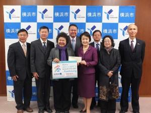高雄市長陳菊(左三)邀請橫濱市長林文子(右三),參加9月份在高雄舉辦的亞太城市高峰會