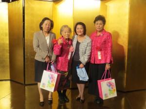 圖左起:羅坤燦副代表夫人、羅王明珠名譽會長、陳調和副代表夫人、婦女會會長吳淑娥
