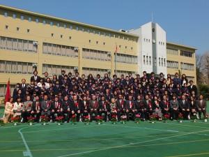 畢業生與老師和貴賓合影