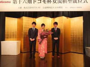 謝依旻(中)與八段棋士高梨聖健(右)和七段棋士瀨戶大樹(左),一同組團「Monotone」合出單曲