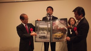 般財團法人拉力日本代表理事小林雄介(中),表示將有近百台老爺車到台灣進行拉力環島之旅
