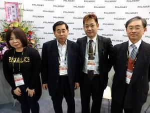 (左から)十二慶子さん、十二慎一郎さん、河合紀幸さん、金森誠さん