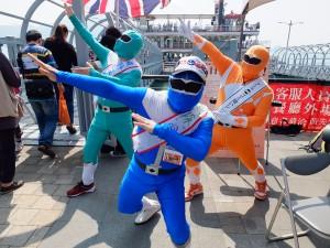昨年、台湾メディアの注目を集めたゴミ拾いレンジャーも颯爽と登場