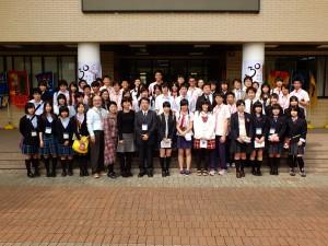 福島の高校生と実験高校の学生ら