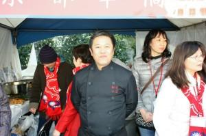 大阪春節祭にて(京都華僑総会ブースで牛肉麺大繁盛)