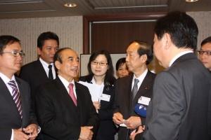 二番目B挨拶を交わす王金平立法院院長(左)と野田佳彦衆議院議員(右)z