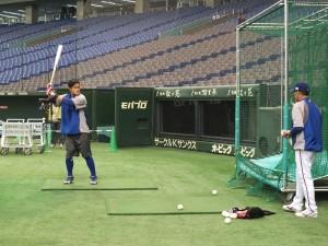 中華隊第四棒打者林智勝練習打擊