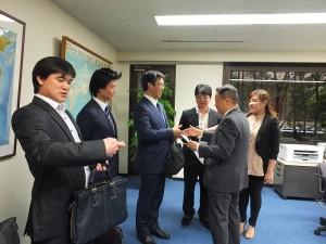 東京台商會年輕一代的幹部群,拜會僑務組組長趙雲華(右2)