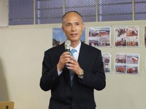 駐橫濱辦事處處長李明宗,全程仔細聆聽佛學