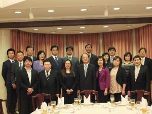 沈斯淳代表伉儷與東京台商會幹部一行人在官邸舉行餐會