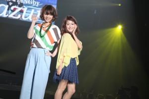 FACoのランウェイで王綸芳さん(左)、郭燕陵さん(右)