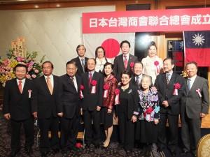 與會嘉賓和駐日代表沈斯淳伉儷(前排左4、5)合影