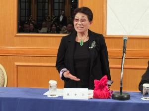 第一次主持日本台灣商會聯合總會理監事會議的石佳子總會長