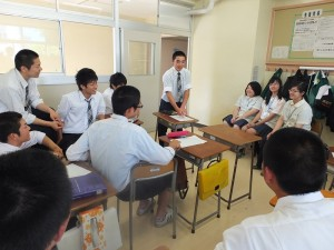 南崁高中的同學參加國語課和日本同學分享台灣校園生活