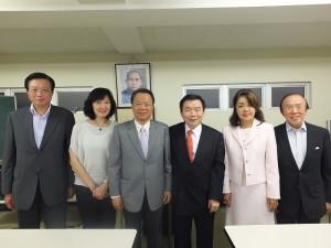 圖左起為:副會長賴浩昇、尹世玲、僑務組組長趙雲華、台灣同鄉會會長蘇成宗、副會長曾鳳蘭、邱泱棟