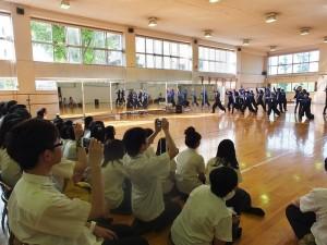 川口高校舞蹈社的學生以熱舞歡迎台灣學生的到訪