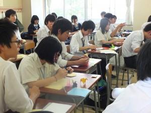數學課上,融合數學幾何,教導台灣學生日本傳統藝術─折紙
