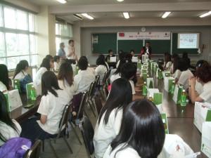 平成25年5月14日には、台湾桃園縣南崁高級中学の生徒37人、校長先生ほか先生方と添乗員の合計4人、全合計41人が市立川口高校を訪問