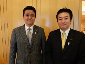 岸信夫議員(左)、秋元司議員