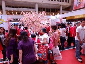 福島県のブースにも多くの来場者が集まった
