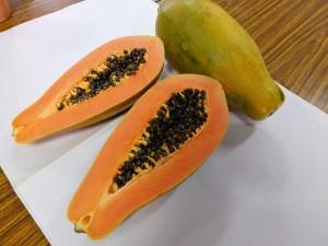 しっとりとした果肉が特徴のパパイヤ。