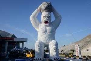 入口處設立巨猩鹽雕(照片提供:台南市政府)