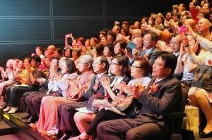 全場擠進超過200位觀眾進場觀看表演