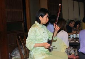 林悦子さんによる恒例の二胡演奏