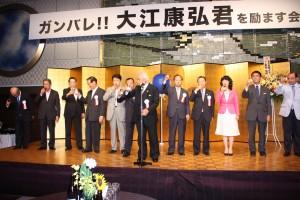 乾杯の音頭は、東京国際大学倉田信靖理事長・総長が取った