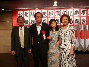 大阪台灣同鄉會名譽會長張種德伉儷與黃處長伉儷