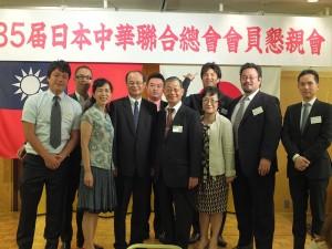 僑社內的年輕代表們與沈斯淳代表伉儷合影(左3、4)